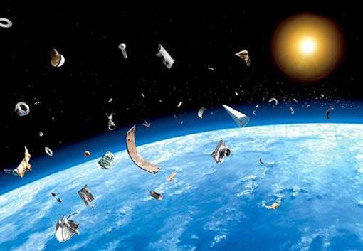 Международной космической станции угрожает мусор