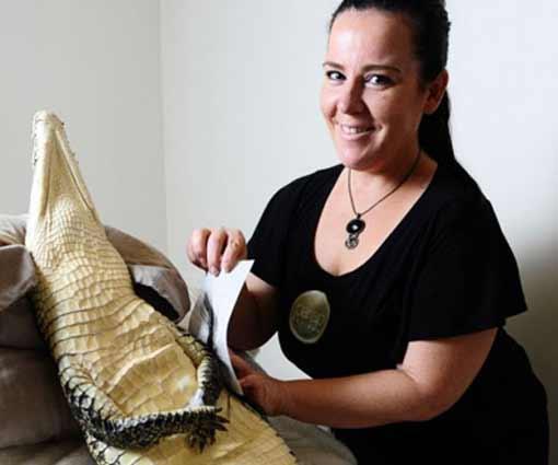 Двухметровая рептилия посетила салон красоты