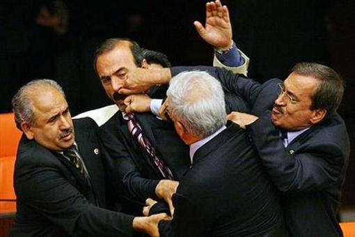 К сведению депутатов: самые смешные законы мира