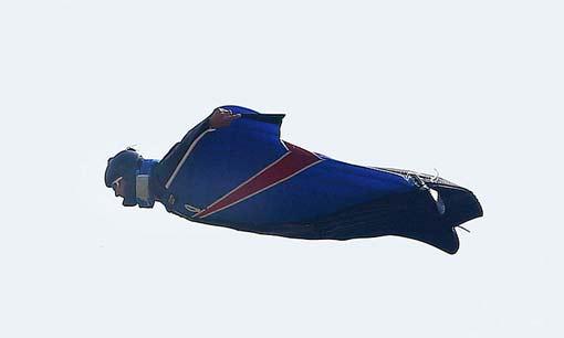 Гарри Коннери прыгает с неба без парашютов