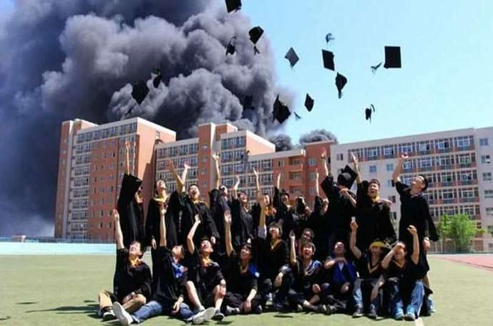 Фото счастливых китайских выпускников. Без фотошопа