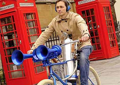 Изобретен велосипед, «уничтожающий» автомобили звуковой волной
