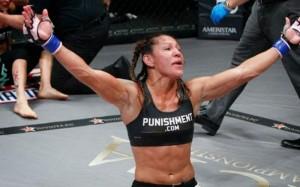 Кристиана Жустино хочет боя с Холли Холм на UFC 219