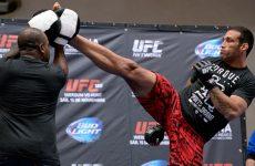 UFC 198 открытые тренировки бойцов: смотреть онлайн видео трансляцию сегодня, 11.05.2016
