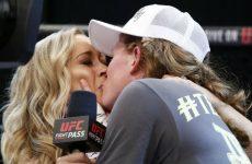 Тоня Эвингер после защиты титула поцеловала ведущую шоу Invicta 17