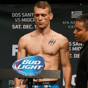 Иэн Энтвистл выбыл из карда UFC 204