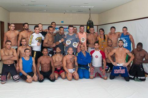Групповое фото членов школы Nova Uniao