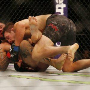 Несмотря на 4 перелома, Такер заступился за рефери, который не остановил избиение на UFC 215
