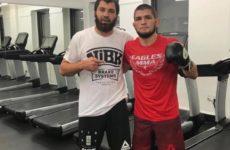 Хабиб Нурмагомедов работает над боксерской техникой