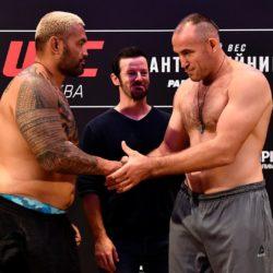 Результат боя Алексей Олейник - Марк Хант на UFC Fight Night 136 Moscow