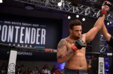 Грег Харди, в прошлом футболист, одержал третью победу в UFC