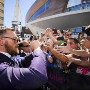 Конор Макгрегор почтил память жертв прошлогодней трагедии в Лас-Вегасе