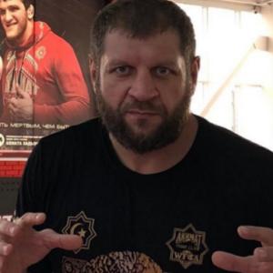Александр Емельяненко мотивирует молодое поколение заниматься спортом