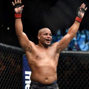 Даниэль Кормье досрочно победил Деррика Льюиса на UFC 230