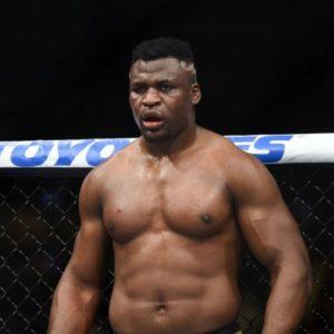 Фрэнсис Нганну победил Кертиса Блэйдса на турнире UFC Fight night 141