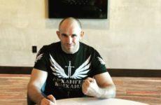 Алексей Олейник продлил контракт с UFC