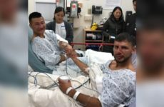 Бойцы UFC демонстрируют жестокие травмы лица и взаимное уважение на больничной койке