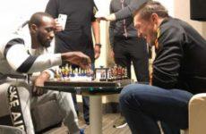 Александр Усик о шахматной партии с Теренсом Кроуфордом: «Думаю, Александр Гвоздик всех бы выиграл»