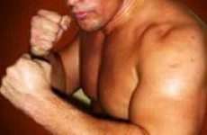 Бывший боец UFC спас девушку от преступника