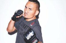 Чемпион UFC повторил уникальный трюк с бутылкой