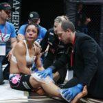 Джо Роган проспонсирует бойцу MMA дорогостоящее лечение колена
