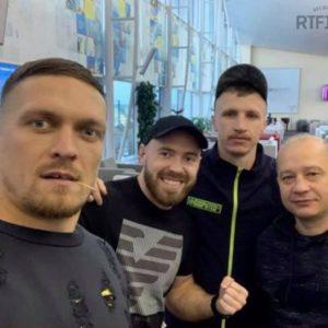 Александр Усик отправился в США на подготовку к следующему бою