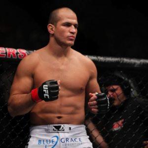 СМИ узнали, почему Джуниор Дос Сантос отказался от боя с Волковым на турнире UFC в Москве